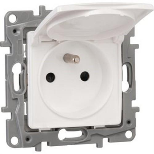 prise 2p t ip44 connexion bornes auto nilo blanc legrand. Black Bedroom Furniture Sets. Home Design Ideas